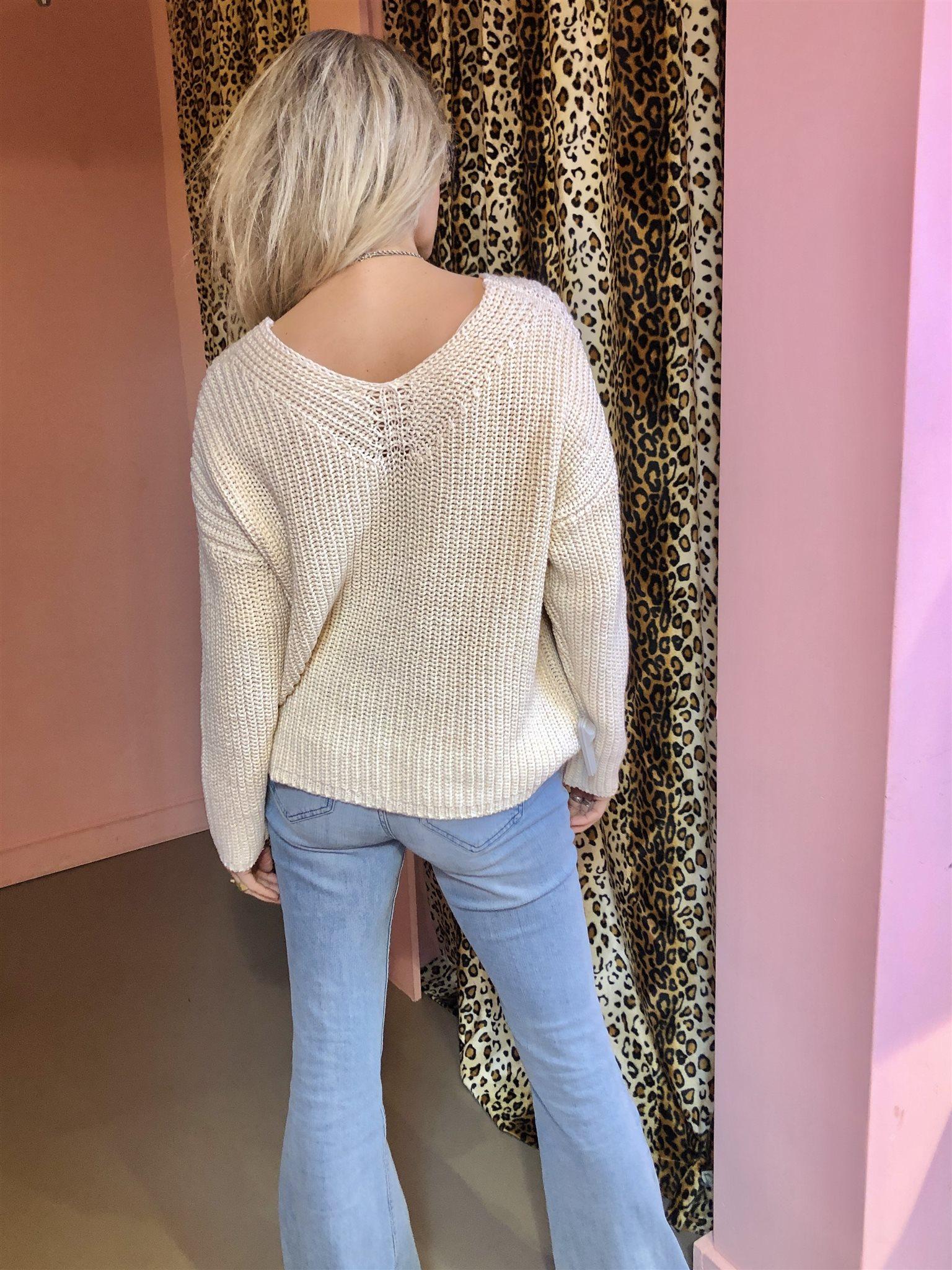 pullover v-neck
